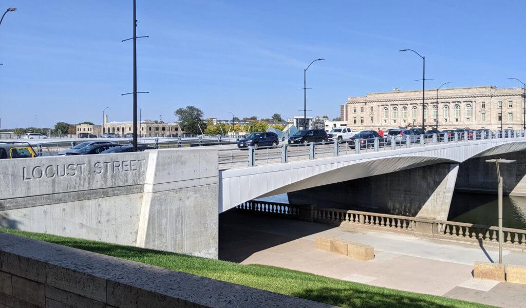 Des Moines Locust Street Bridge